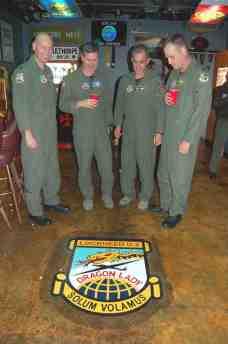 U-2 Pilots admire Solam Volamus patch